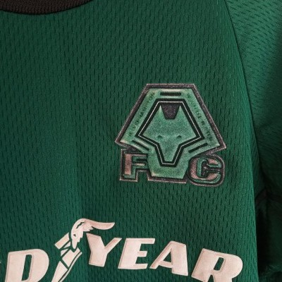 "Wolverhampton Wanderers FC Goalkeeper Shirt 2000 (L Boys)""Average"""